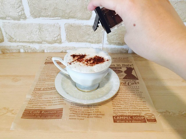 クリームチーズコーヒー_仕上げにココアパウダー