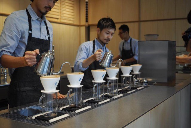 BlueBottle-Coffee-六本木_pourover