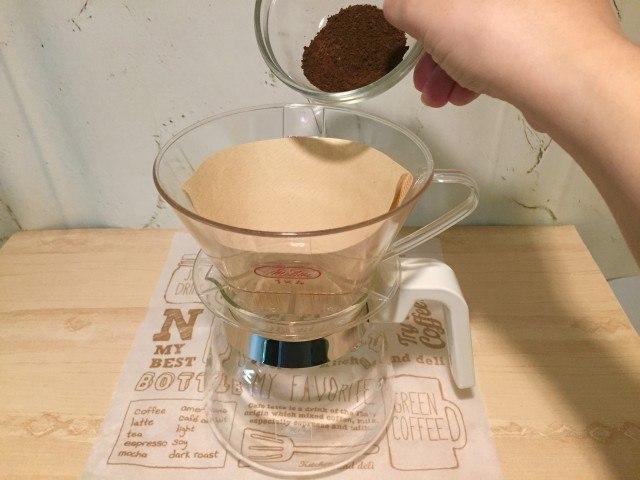 ノンカフェイン大豆コーヒー_ドリッパーに入れる