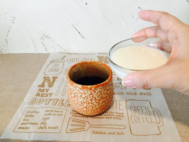 よもぎミルクコーヒー_ミルクを入れる