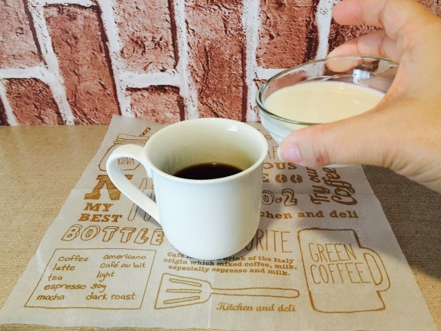 カルダモンカフェオレ_牛乳を入れる