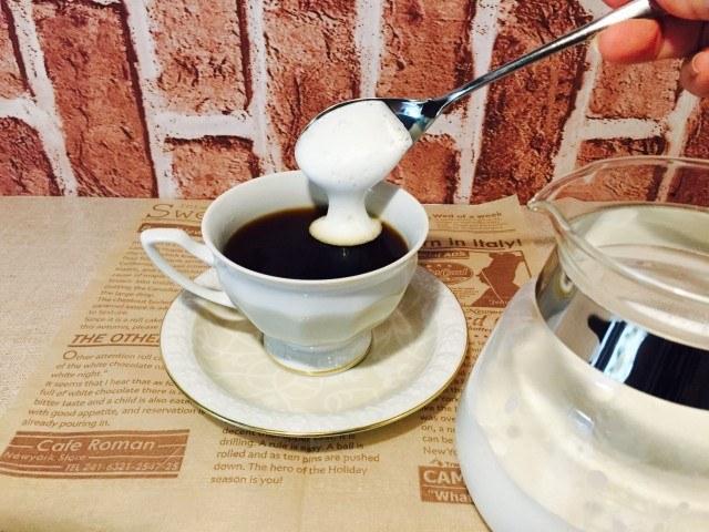 ピーナッツバターミルクコーヒー_フォームミルクを浮かべる