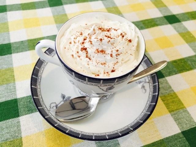 ミロミルクコーヒー_ホイップのせ_ミロをトッピング