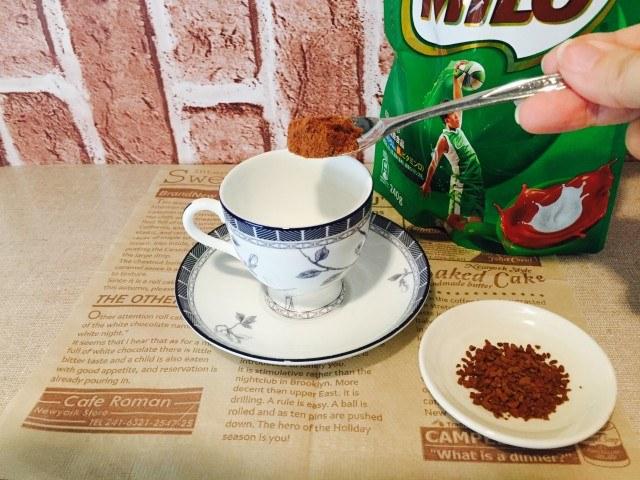 ミロミルクコーヒー_ミロとコーヒーを入れる