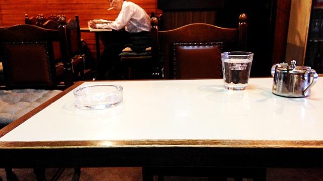 喫茶ペナント_テーブル