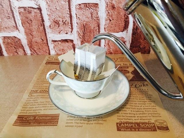蜂蜜黒糖ミルクコーヒー_注湯する