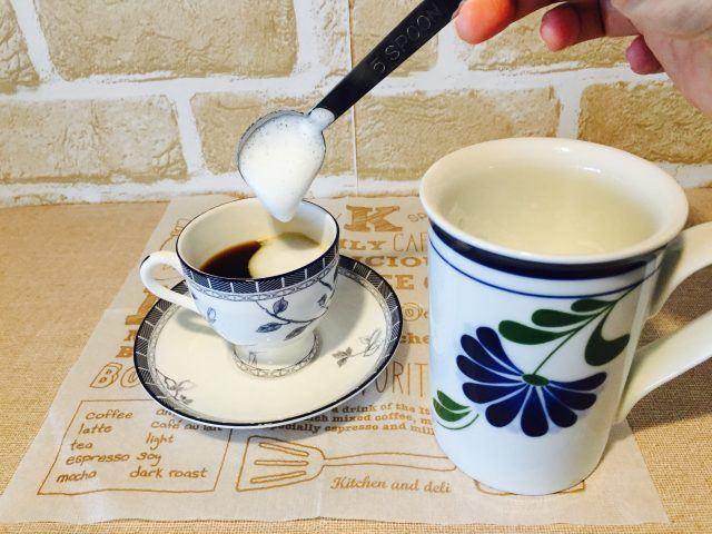 カルーアティラミスコーヒー_フォームミルクをのせる
