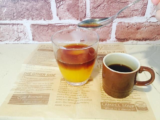 シトラスホイップコーヒー_ゼリーの上にコーヒーを入れる