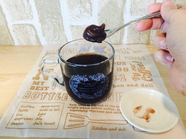 ノンカフェイン玄米コーヒー_小倉あんを加える