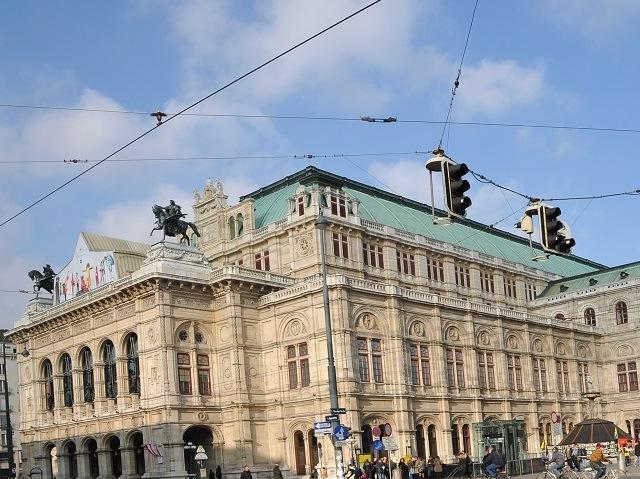 ザッハー 歌劇場