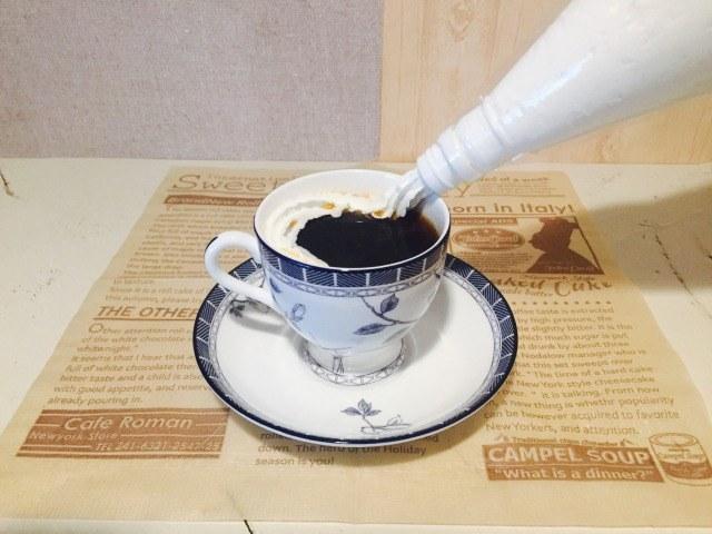 カフェインレスアップルコーヒー_ホイップクリームをうかべる