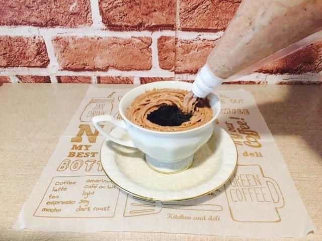 チョコレートウィンナーコーヒー_ホイップをトッピング