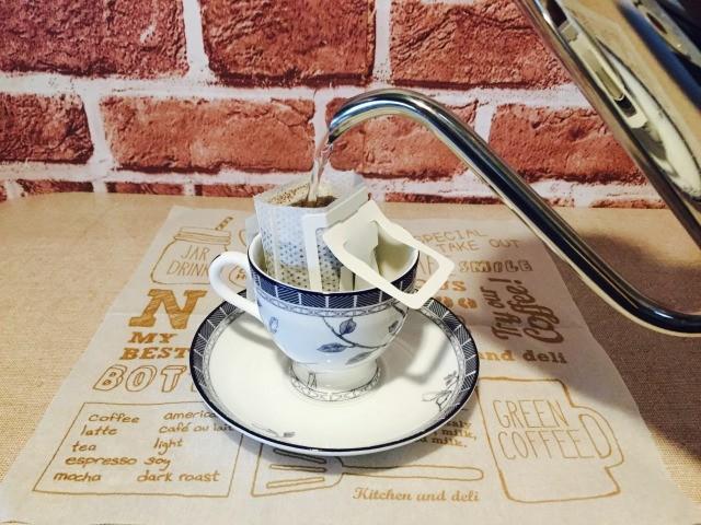 カフェインレスコーヒーを淹れる
