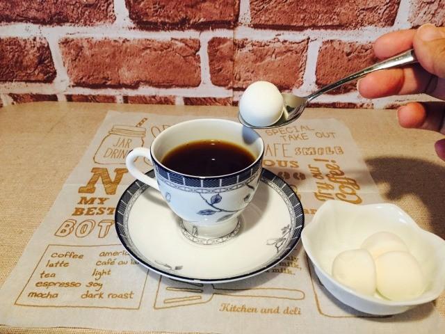 カフェインレスキャラメルコーヒー_マシュマロを入れる
