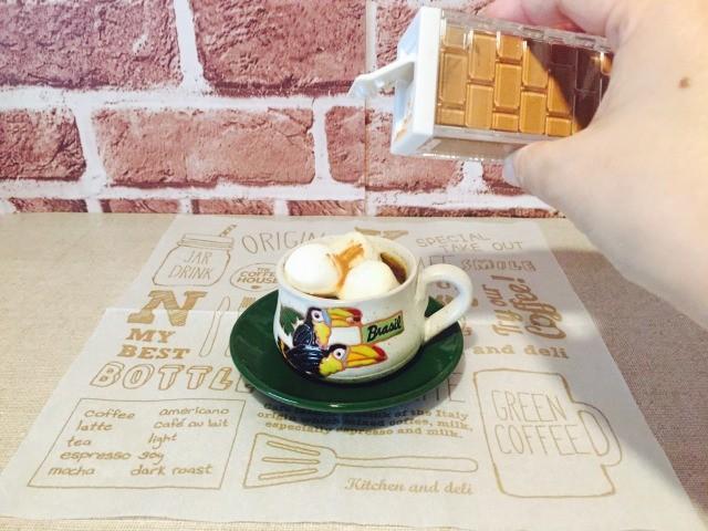 カフェインレスマシュマロシナモンコーヒー_シナモンをかけてできあがり