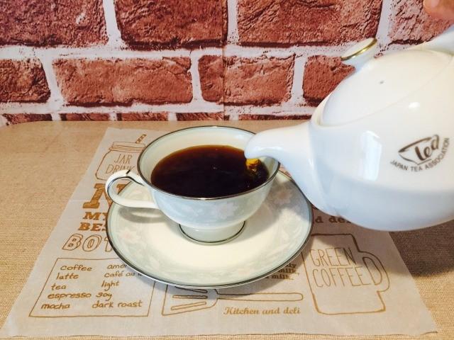 カフェインレスルイボスコーヒー_ルイボスティーを加える