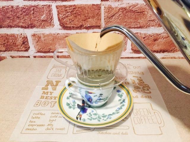 カフェインレス練乳コーヒー_ドリップする