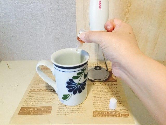 バターミルクコーヒー_牛乳にバニラエッセンスを入れる