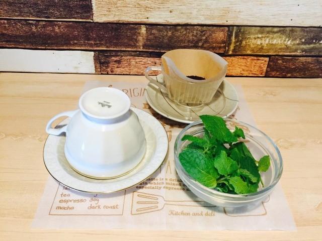 カフェインレスミントコーヒー_ミント湯でコーヒーを抽出