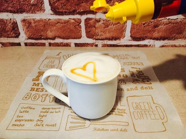 フォームドキャラメルミルクコーヒー_キャラメルソースをトッピング