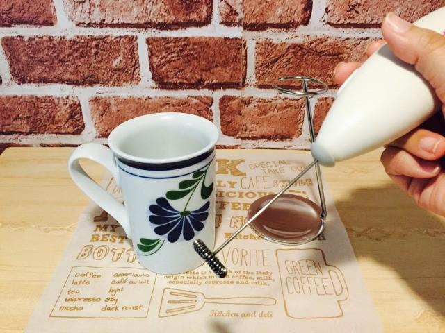フォームドカルーアミルクコーヒー_カルーアミルクをフォーミングする
