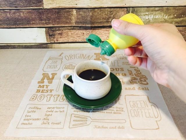 エスプレッソロマーノ_レモン果汁を加える