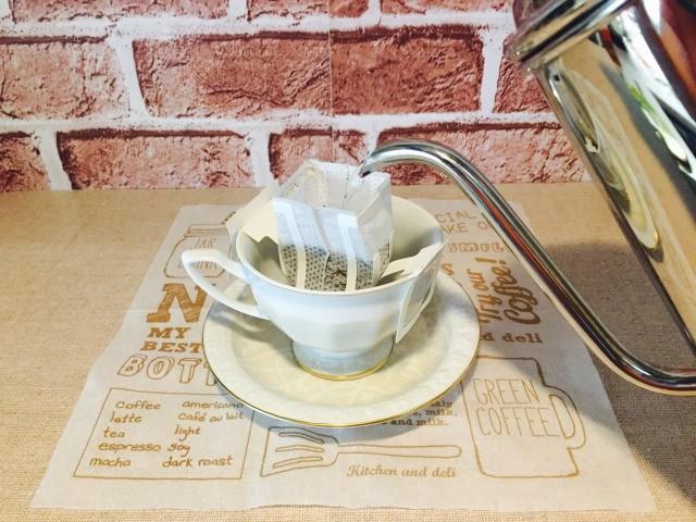 カフェインレスメープルコーヒー_コーヒーを抽出する