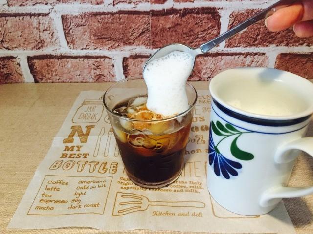 カフェインレス杜仲茶コーヒー_コーヒーにフォームドミルクをいれる