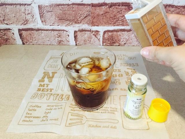カフェインレス杜仲茶コーヒー_ジンジャーとシナモンをいれる