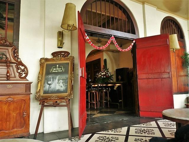 カフェ Batavia 待合室