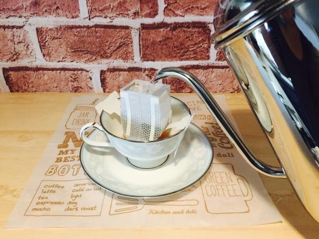 カフェファリザール_コーヒーを淹れる