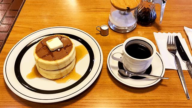 ピノキオ_コーヒーとホットケーキ