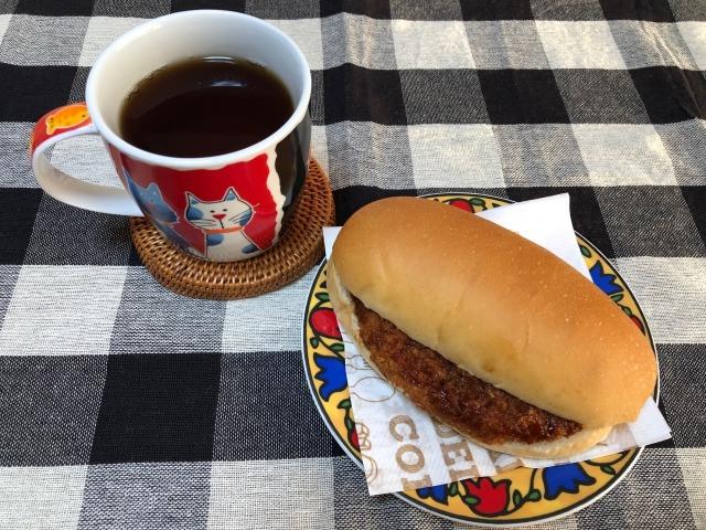 コーヒーとコロッケパン