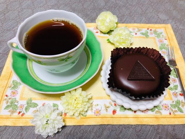 コーヒーとザッハトルテ