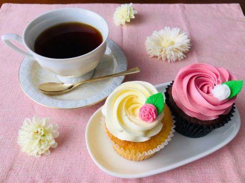 コーヒーとカップケーキ 480x360