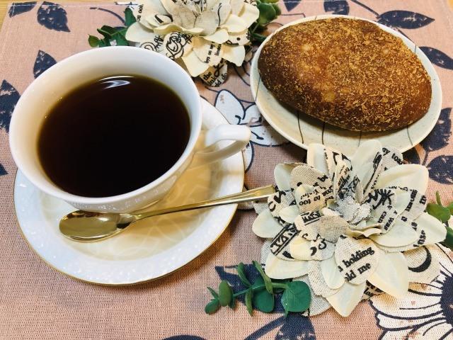 コーヒーとカレーパン