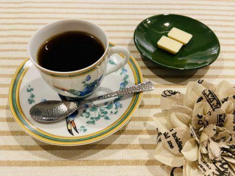コーヒーとホワイトチョコレート 480x360