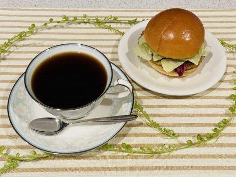 コーヒーとハンバーガー 480x360