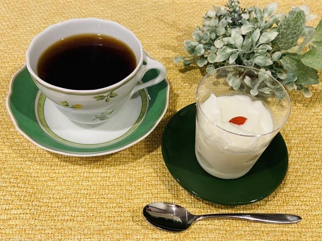 コーヒーと杏仁豆腐