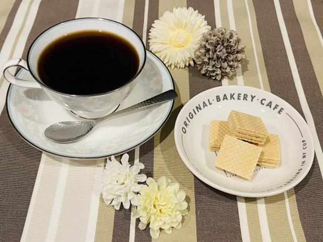 コーヒーとウエハース