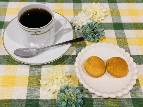 コーヒーとマドレーヌ 480x360