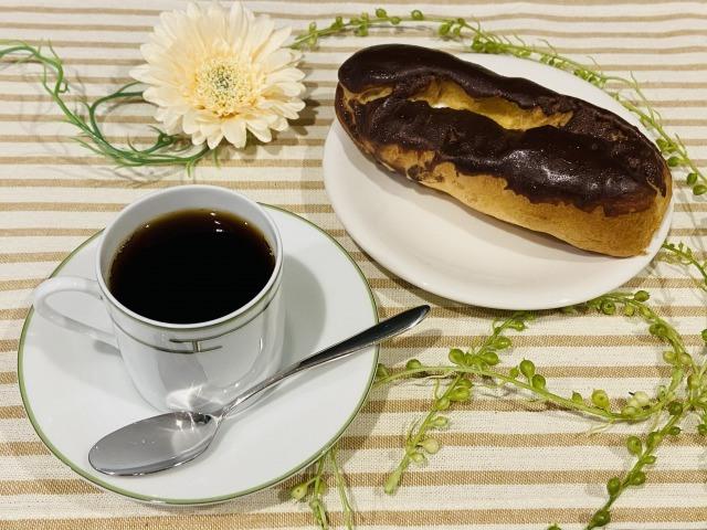 コーヒーとエクレア