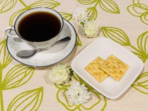 コーヒーとクラッカー 480x360