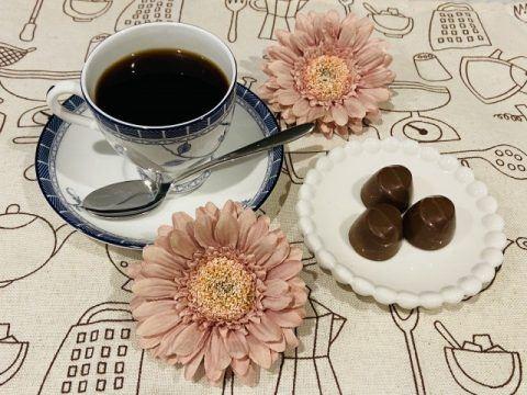 コーヒーとスイートチョコレート 480x360